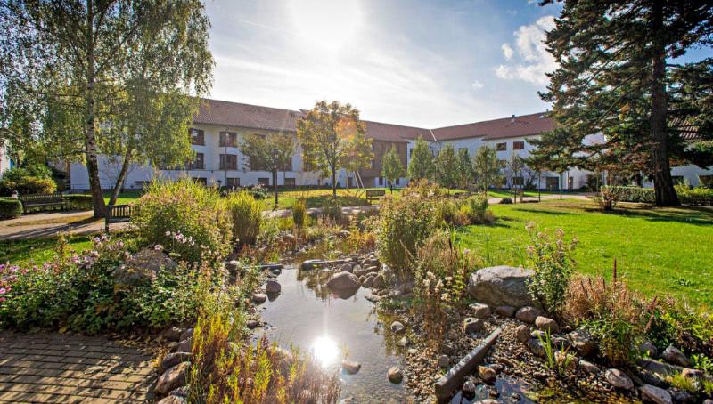 Die parkähnliche Anlage am Hauptstandort in Blankenburg.